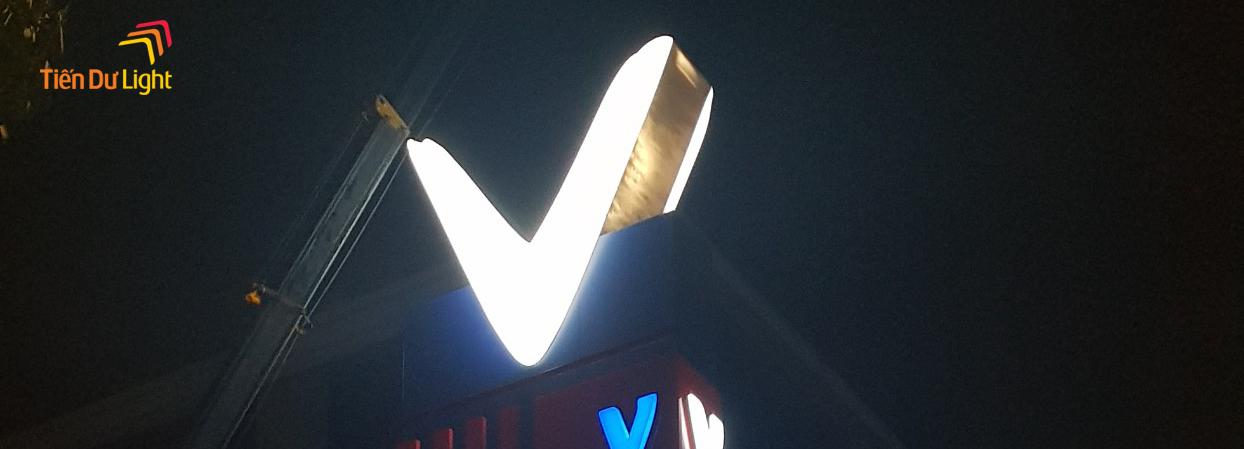 Hoàn thành hạng mục công trình tháp biểu tượng Vinfast Long Biên, Hà Nội